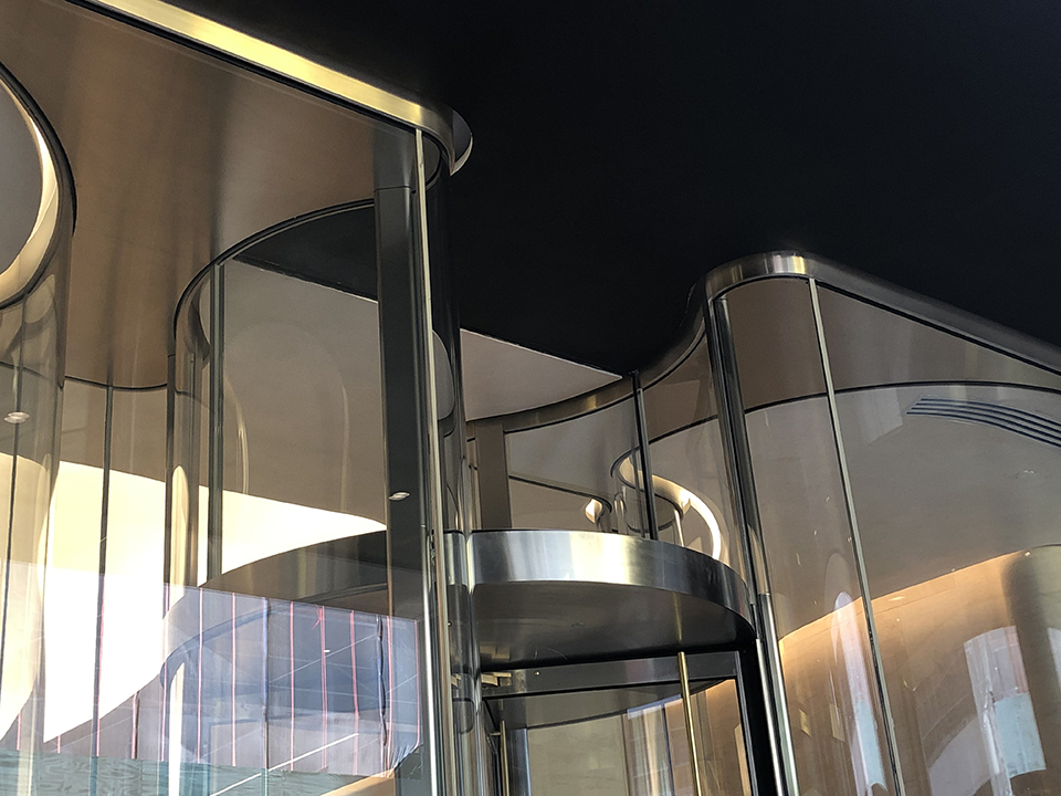 712 Fifth Ave NYC Curved Glass Podium
