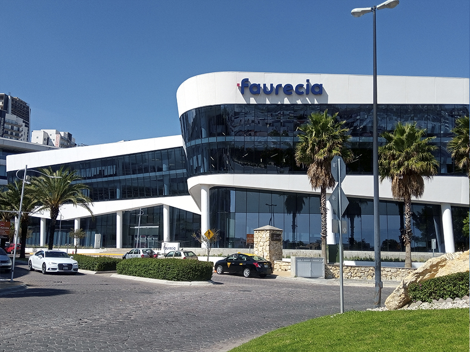 Faurecia HQ Puebla Curved insulated glass facade
